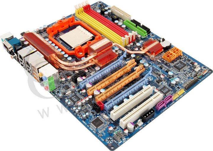 Gigabyte GA-MA790FX-DQ6 - AMD 790FX